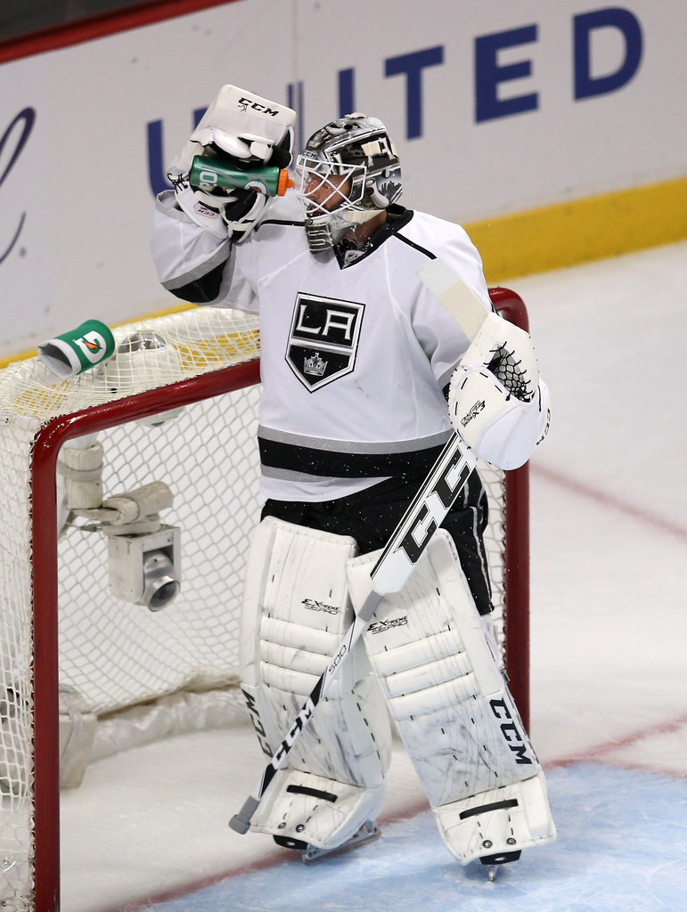 Jonathan+Bernier+Los+Angeles+Kings+v+Chicago+TNEjE0gt_qvx