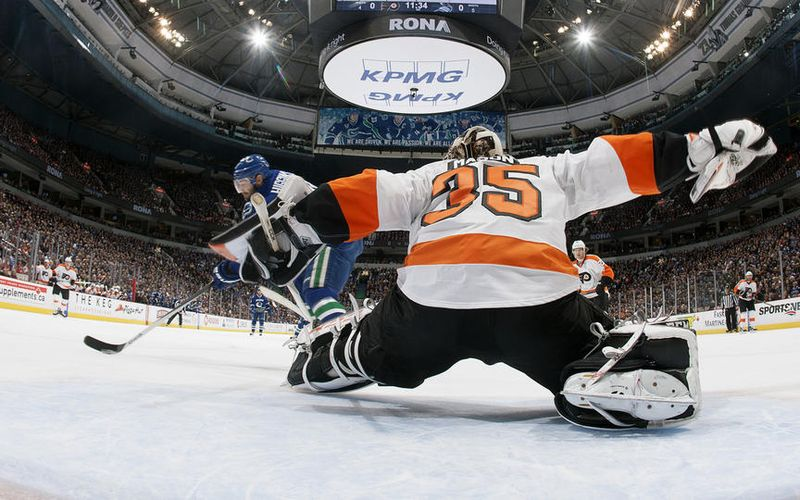 Mark Streit opened the scoring for the Flyers with just over four minutes  left in the first period. Raffl made a nice wrap around attempt and Streit  made a ... 27793bb0a